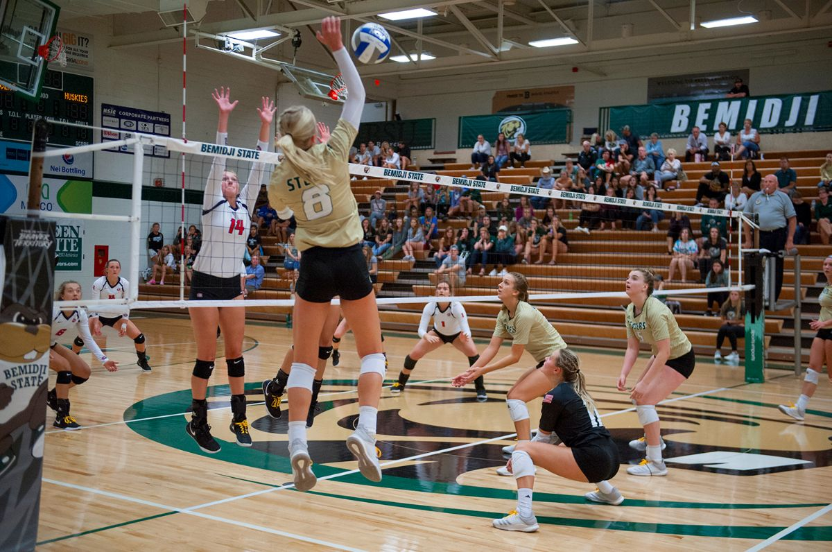BSU Volleyball splits opening day at Ferris State Invitational