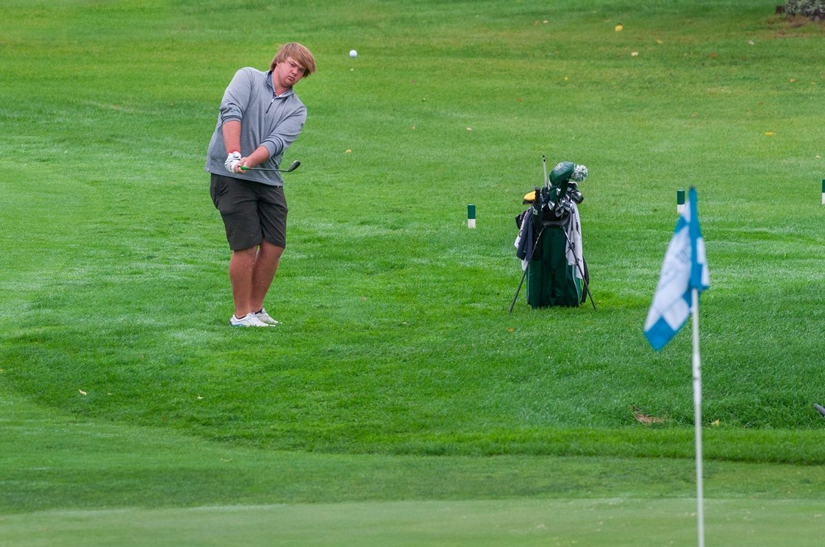 Four Beavers post top-10 finishes to lead Men's Golf team to King's Walk title