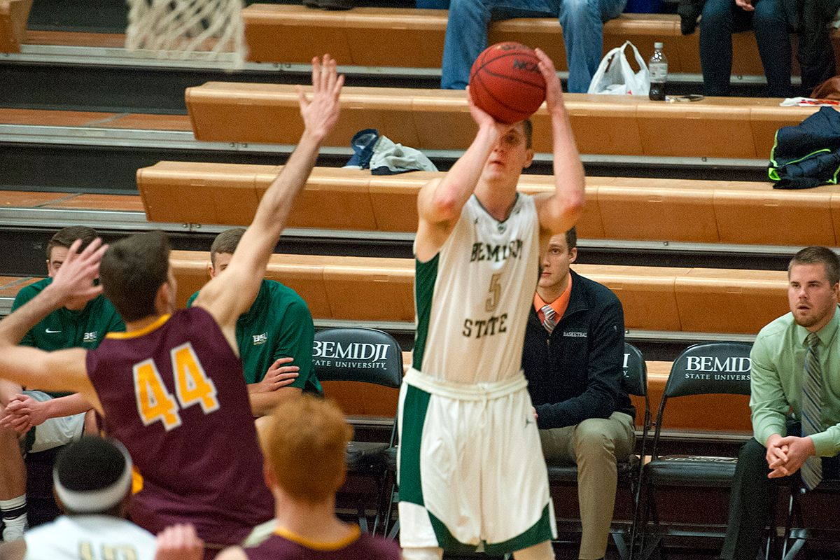 Men's Hoops falters in final stretch of 65-50 loss to Golden Eagles