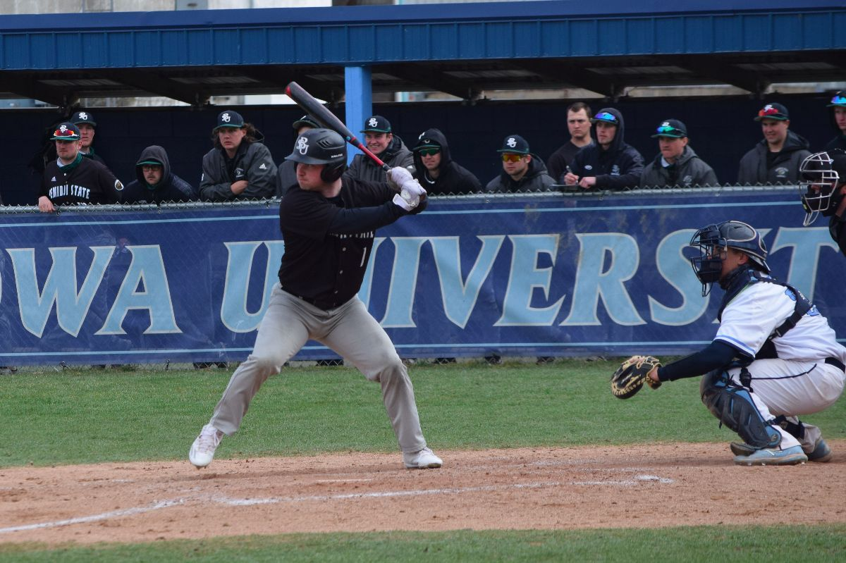 Peacocks come away with two wins over Beavers in Tuesday doubleheader