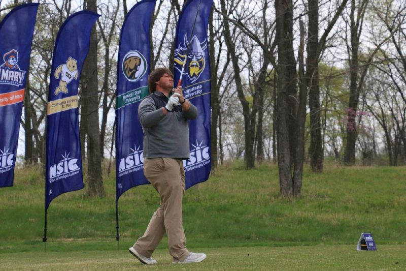 Beavers move into tournament lead after second day at NSIC Championship