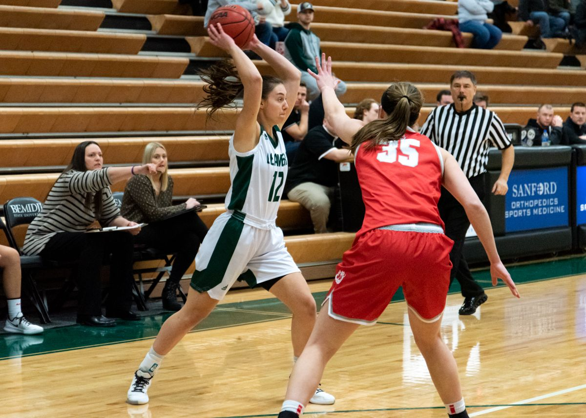 Bachmann's double-double lifts Beavers to 74-72 overtime win over Peacocks