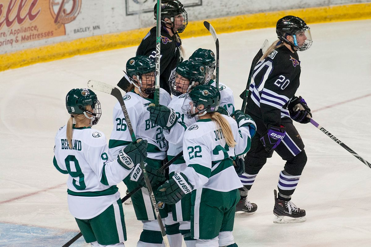 Strong second period propels Beavers to 4-2 win over Mavericks