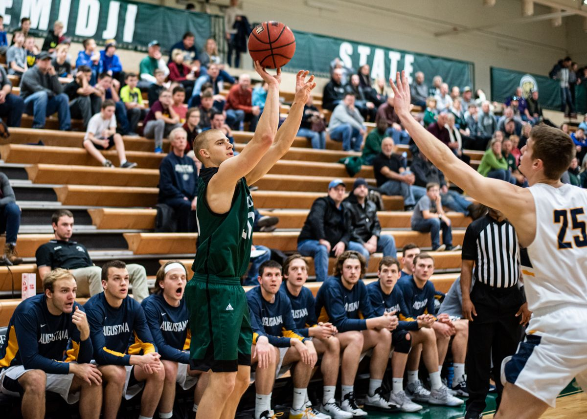 Wagner hits last-second 3-pointer to take down No. 21 Augustana, 75-73