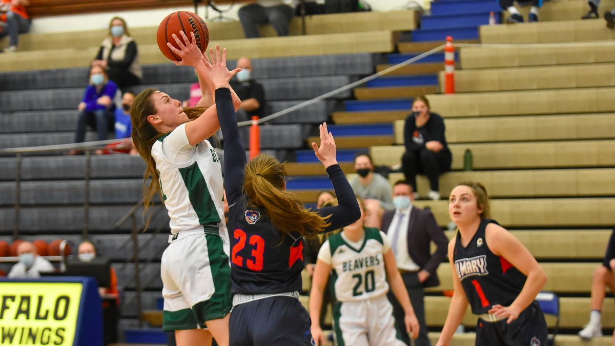 Women's Basketball earns fifth straight win with 58-53 victory over UMary