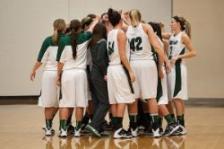 14WBB_UMC_0002_Huddle