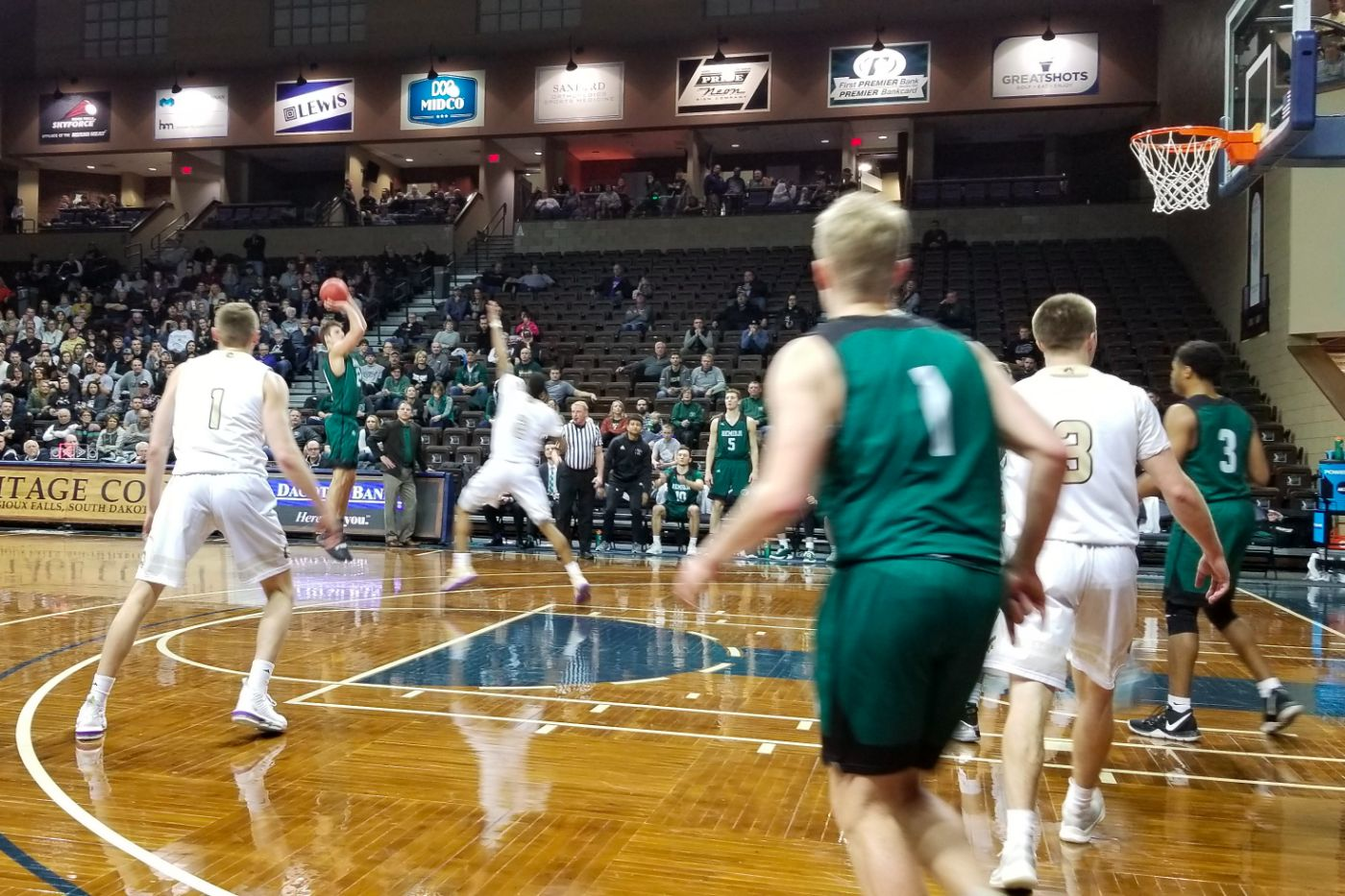 Men's Basketball goes down fighting in NSIC Quarterfinal to SMSU, 75-62
