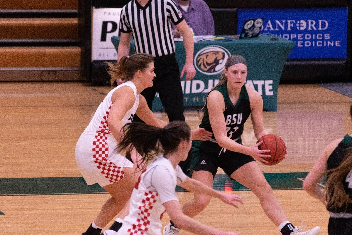 Late drought leads to 57-53 loss for Women's Basketball