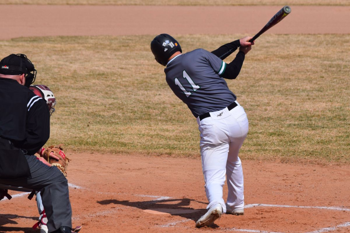 Explosive eighth innings caps opening day sweep for Beavers over Mustangs