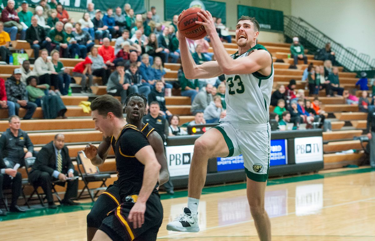 Men's Basketball returns to NSIC action with games at UMD and SCSU