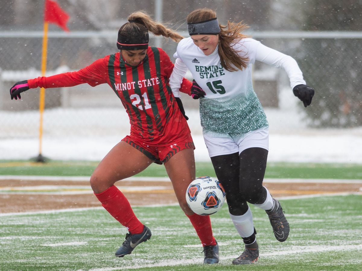 Smith scores twice to lead Beavers into second round of NCAA Tournament