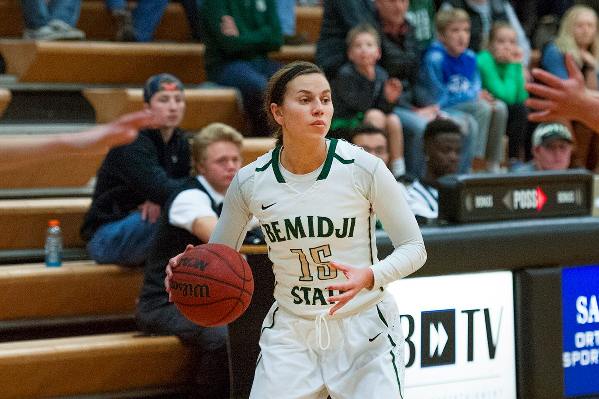 Sheley scores 30 in Beavers 81-72 loss to No. 25 Wolves