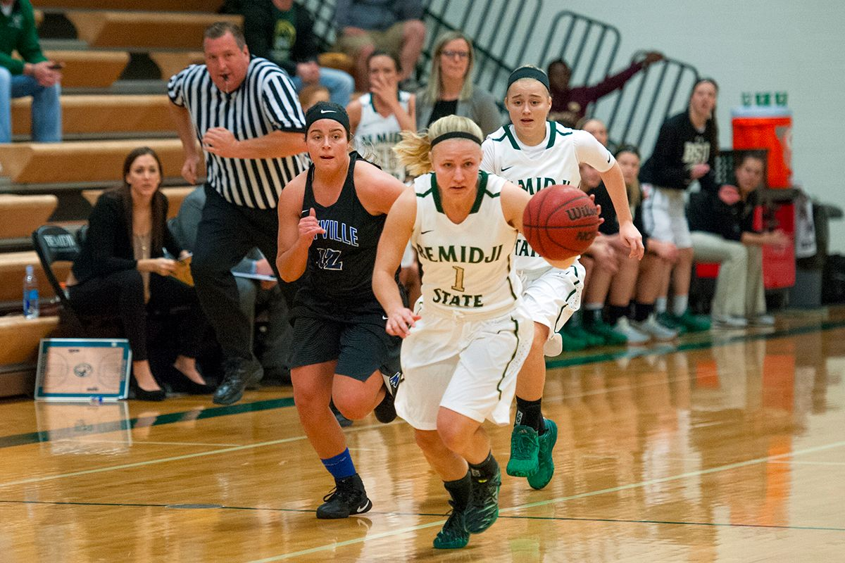 Women's Hoops ends 2016 calendar year at Upper Iowa, Winona State