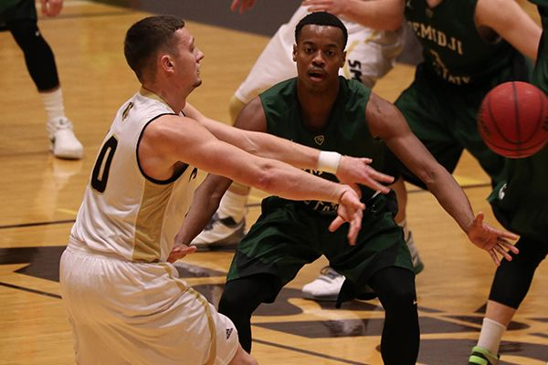 Beavers fall on short end of shoot-out in 97-91 loss to Mustangs