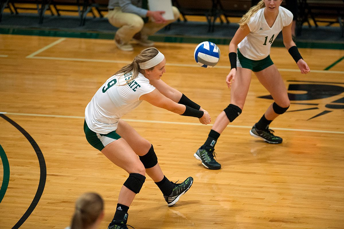 Yost records career dig 1,000 as Beavers fall to Mavericks, 3-0