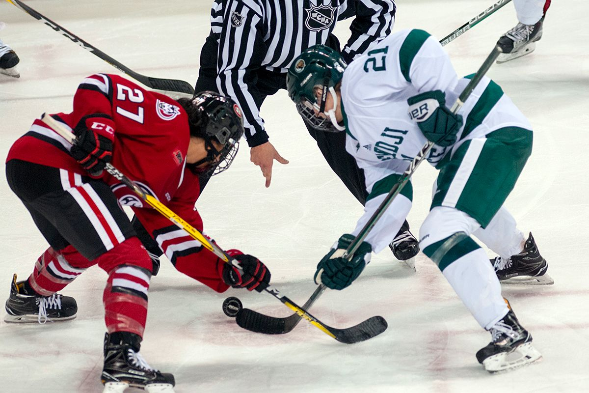 Beavers and Huskies battle for key WCHA points