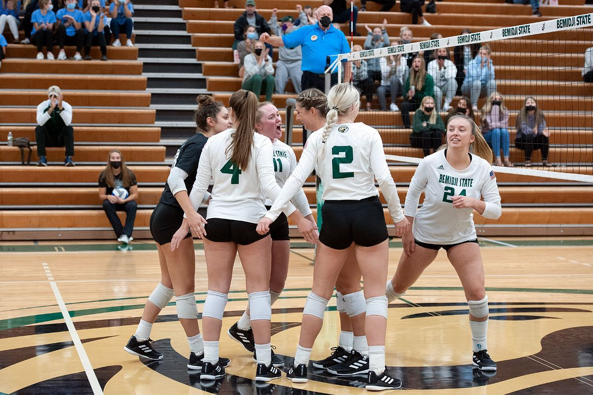 Beavers rally but fall in four sets to No. 20 St. Cloud State