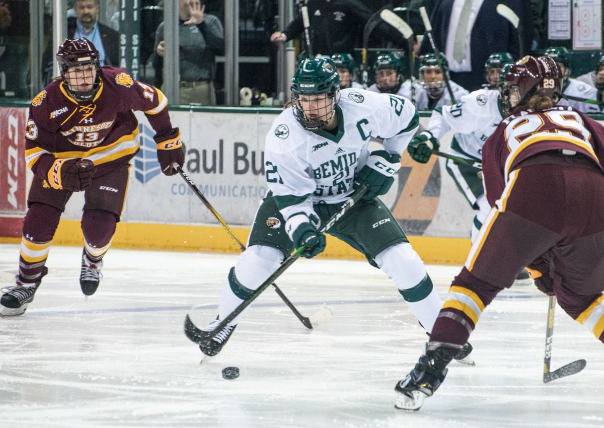 Women's Hockey falls 4-0 to No. 10 UMD in series opener