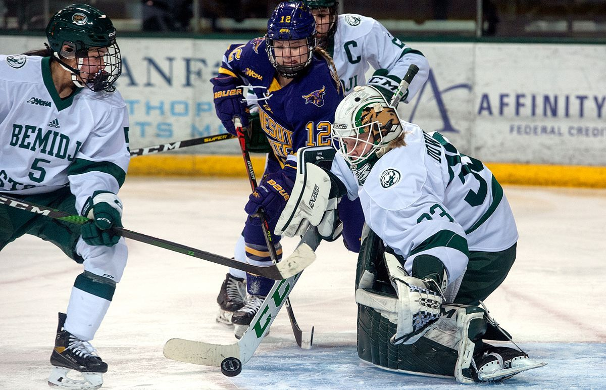 Minnesota State uses late third period flurry to top BSU, 2-1