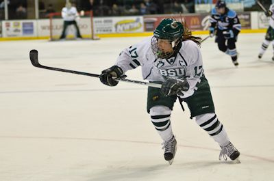 Former Women's Hockey member Lundquist inks contract with Minnesota Whitecaps