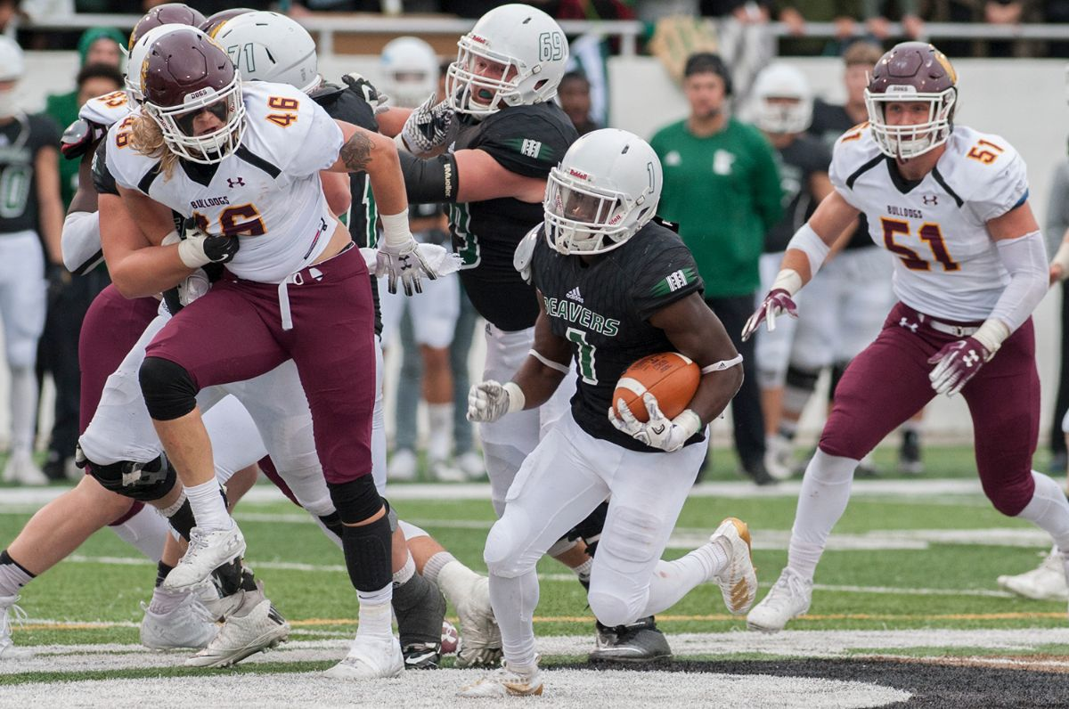 Frye records second straight 100-yard game despite loss to No. 13 UMD
