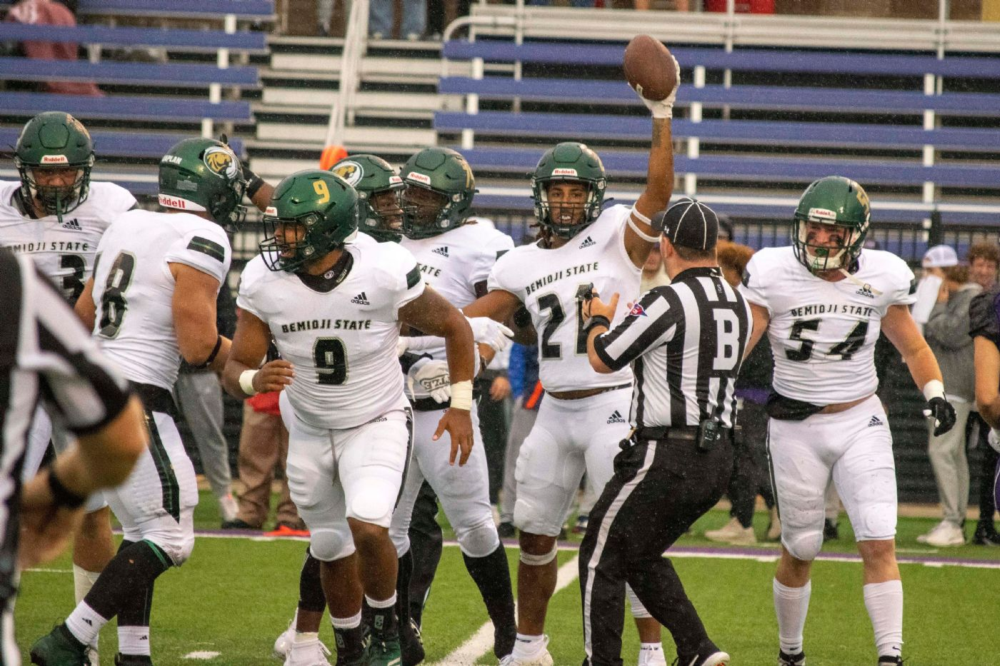 Beavers stand strong in 24-16 season opening win over Cougars