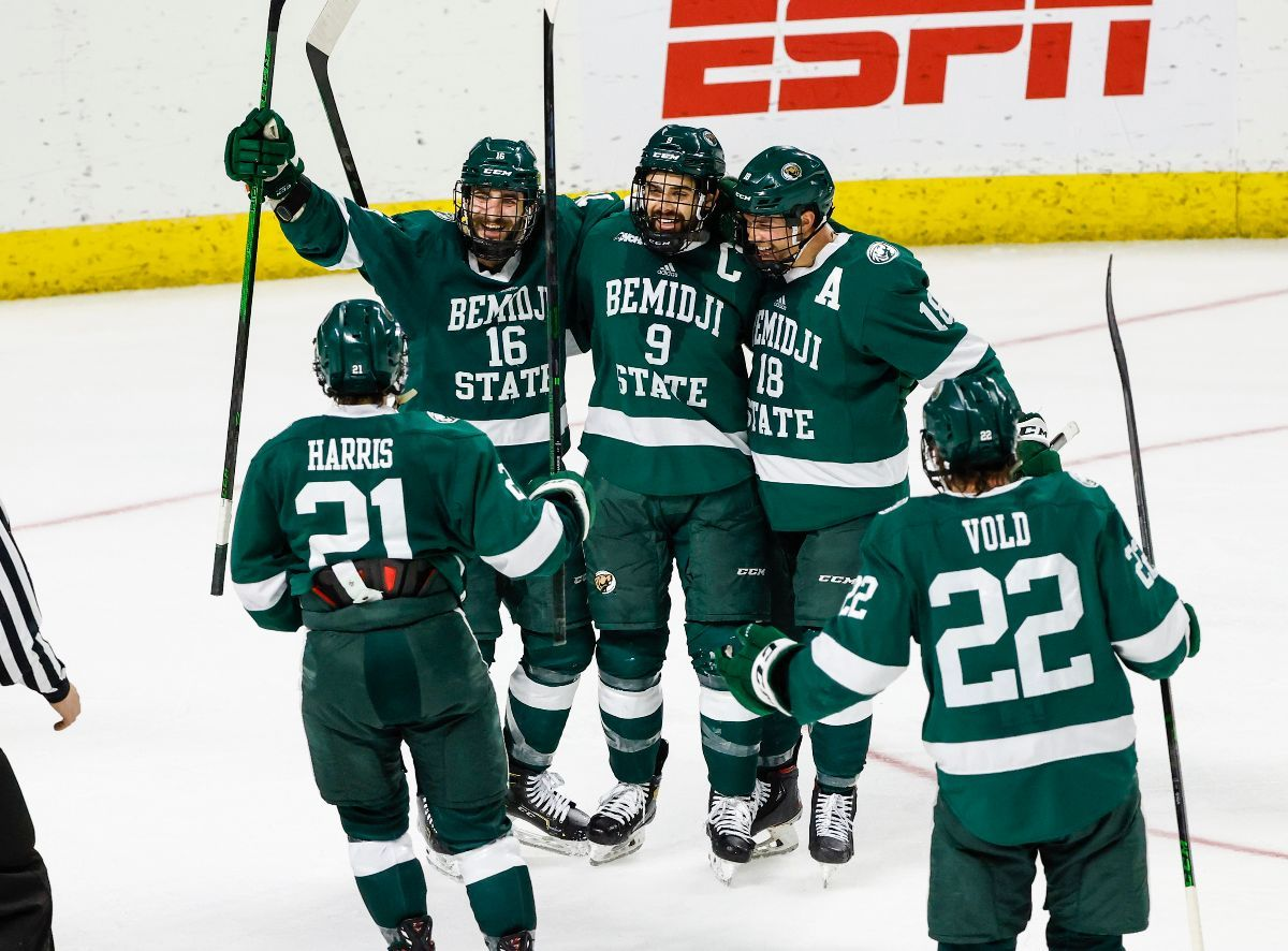 Somoza scores two and leads Bemidji State to NCAA semifinal victory, 6-3