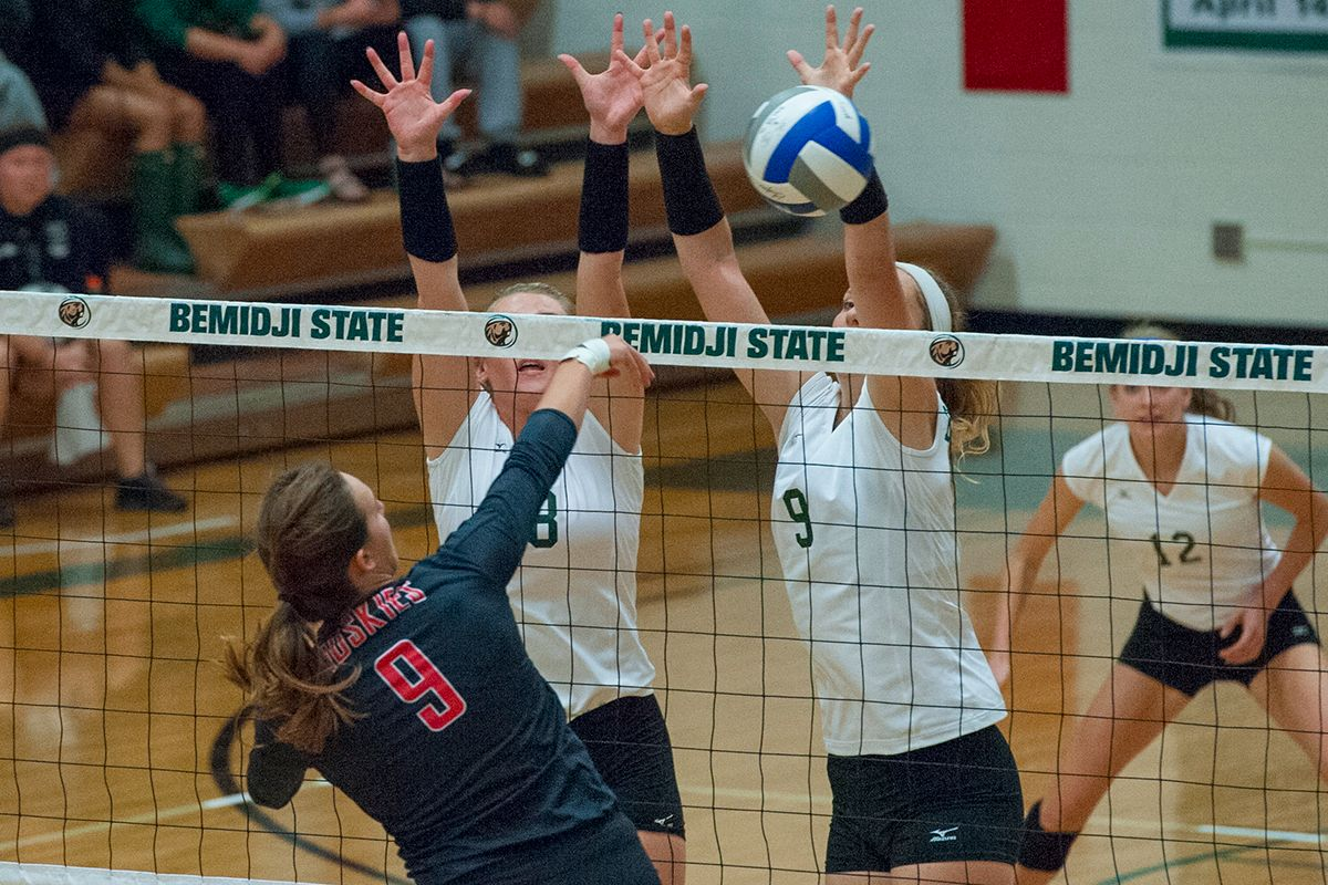 Beavers take on Golden Eagles in early week match up