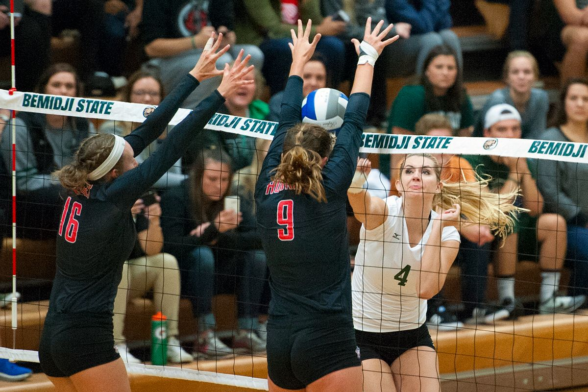 Beavers fall to No. 1 Golden Bears, 3-0