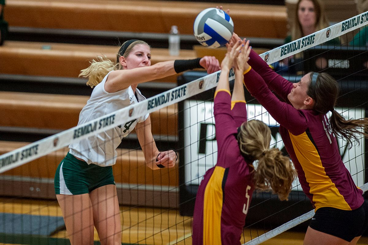 Beavers fall on the road to Peacocks, 3-0