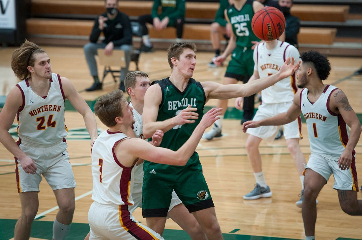 Beavers drop weekend finale to red-hot No. 7 Wolves