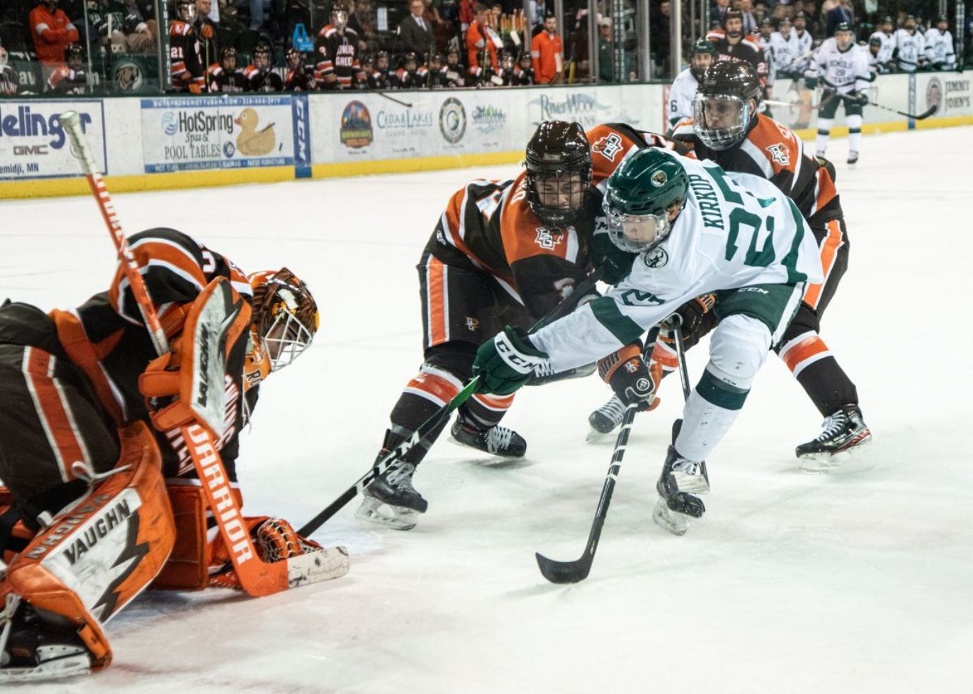 Beavers clash with No. 6 Bowling Green to open WCHA slate