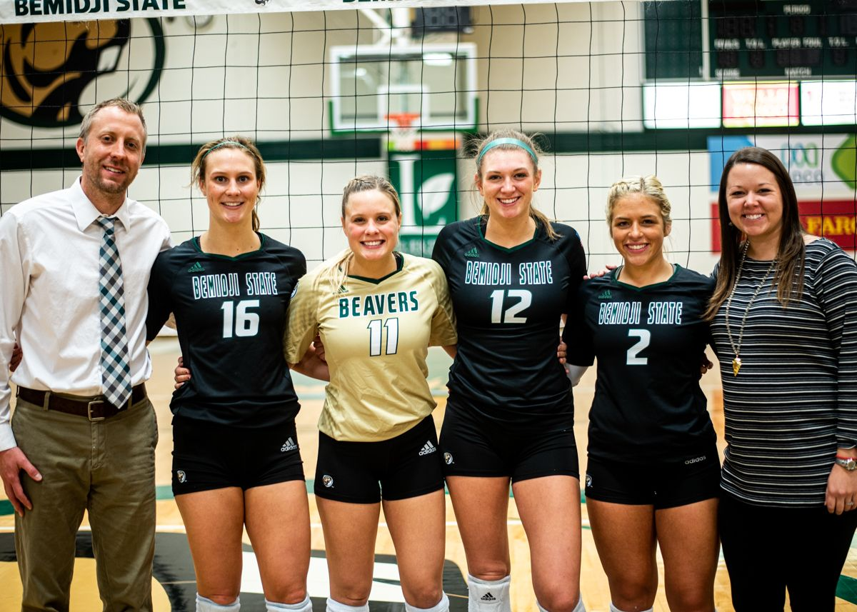 Volleyball honors seniors in 3-0 loss to No. 22 Upper Iowa