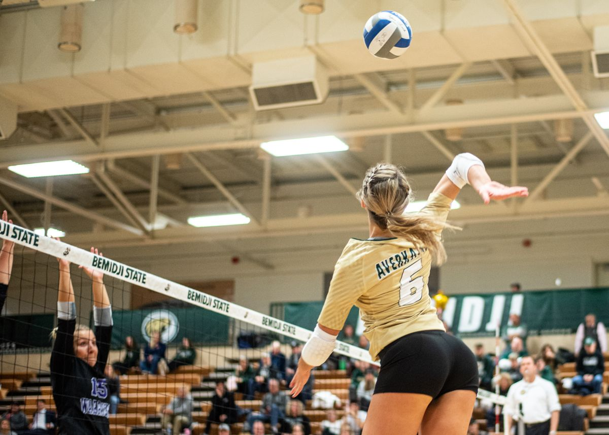 Averkamp and Stolt lead Beavers in 3-0 loss to No. 16 Warriors