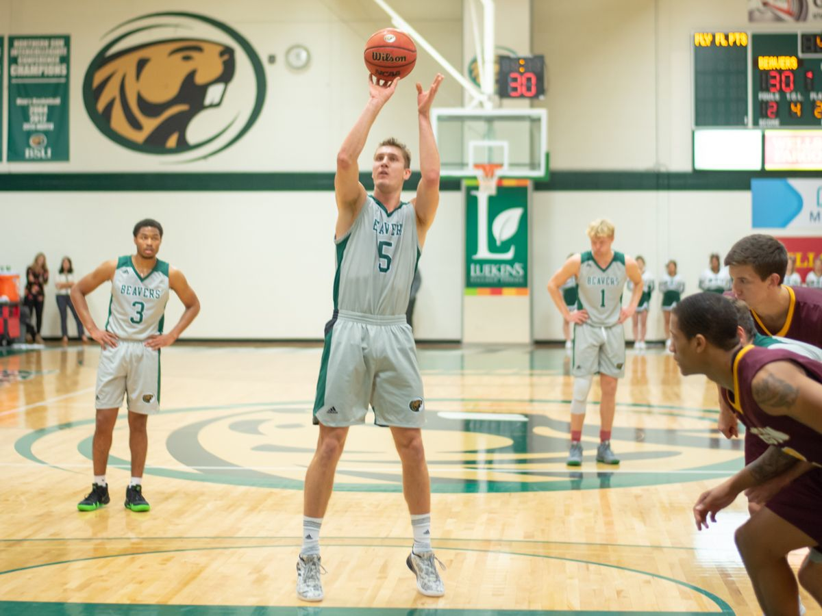 Thompson records double-double as BSU falls at UMC, 88-72