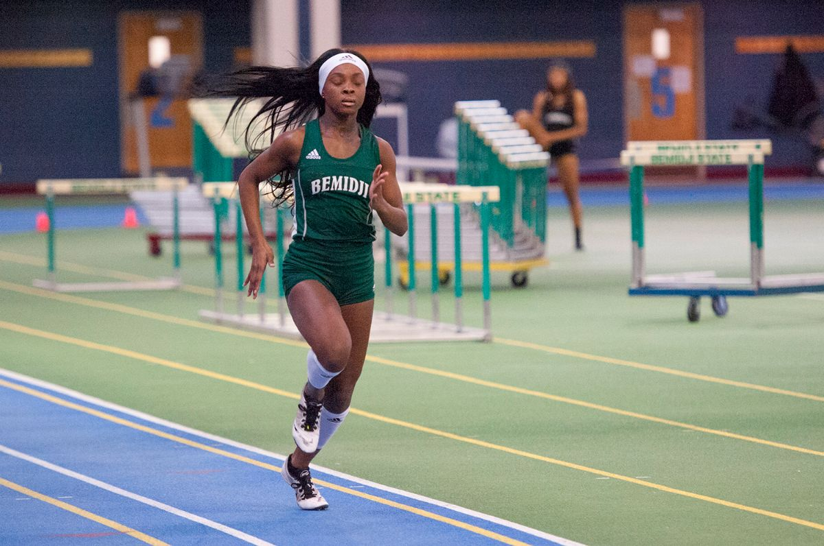 Stewart and 4x400m relay records highlight successful UND Indoor Open