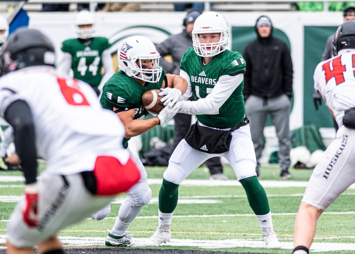 Beaver Football offense explodes for over 500 yards in 38-14 win over Huskies