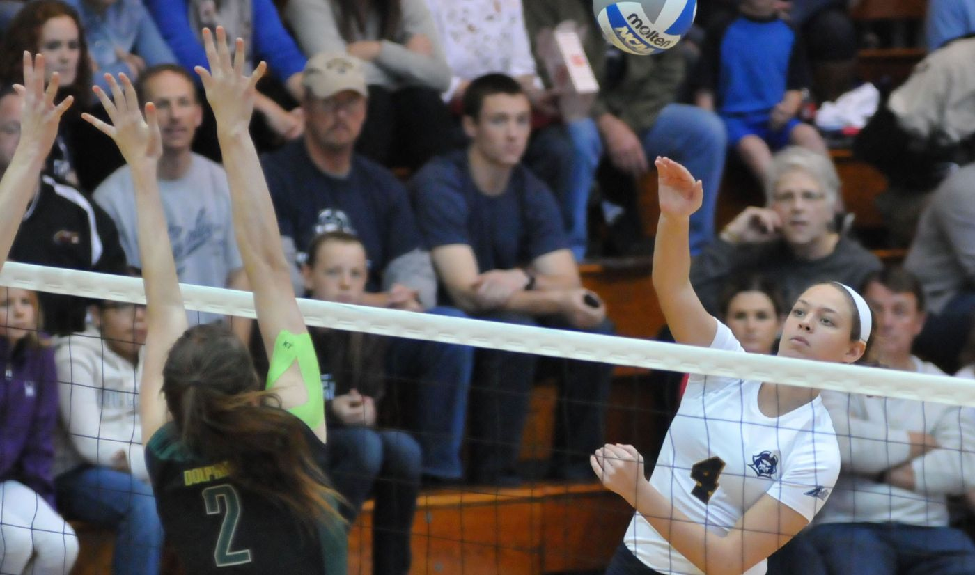 Volleyball battles and earns split in first day of Clemson Classic
