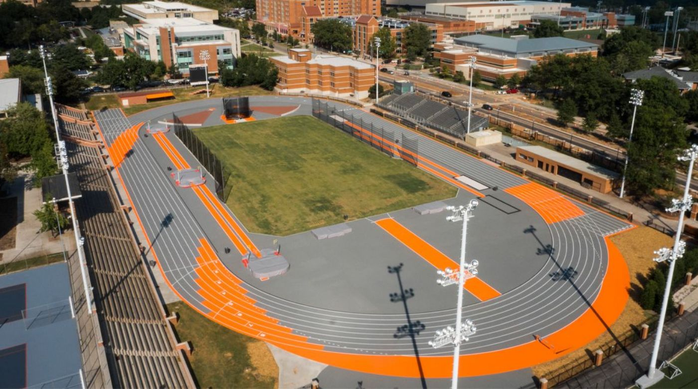 Track and Field Make Short Trip for Tennessee Relays