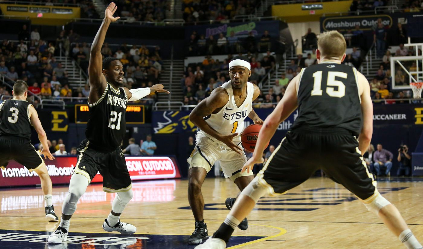 Wofford outlasts Bucs in back-and-forth contest, 75-71