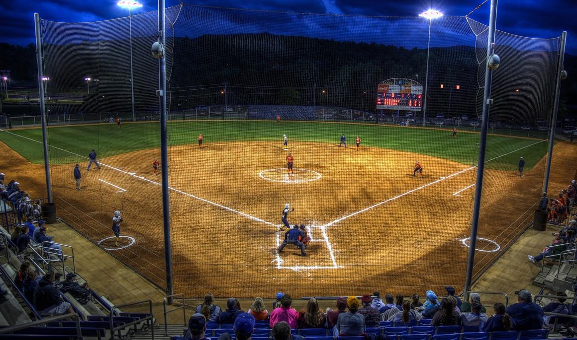 Softball heads to Charleston for Buccaneer Invitational
