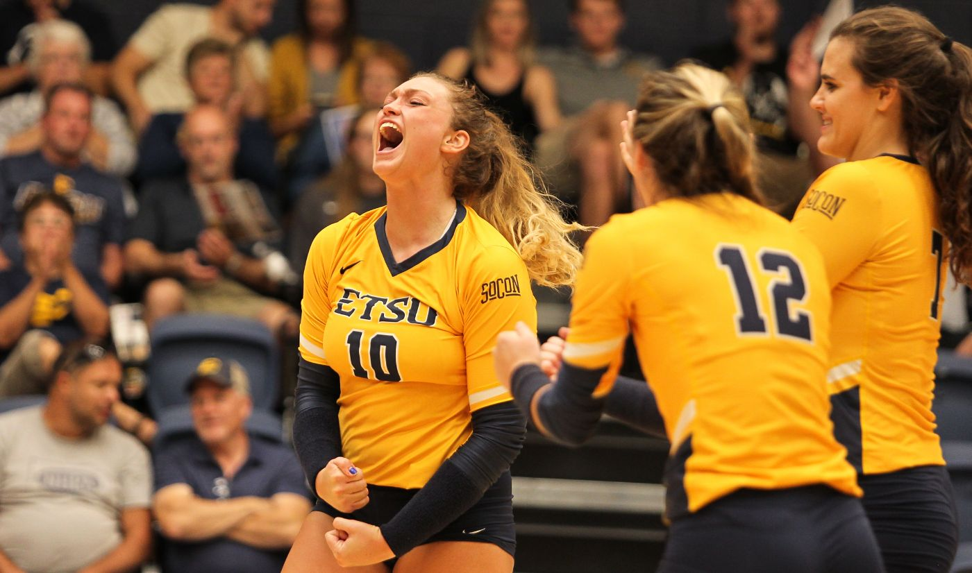 Volleyball picks up fourth straight win after defeating Furman, 3-1