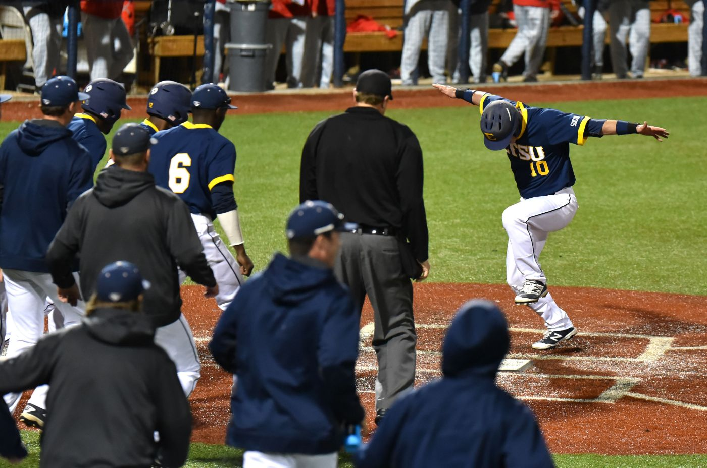 Crazy finish leads ETSU to 6-5 walk off win