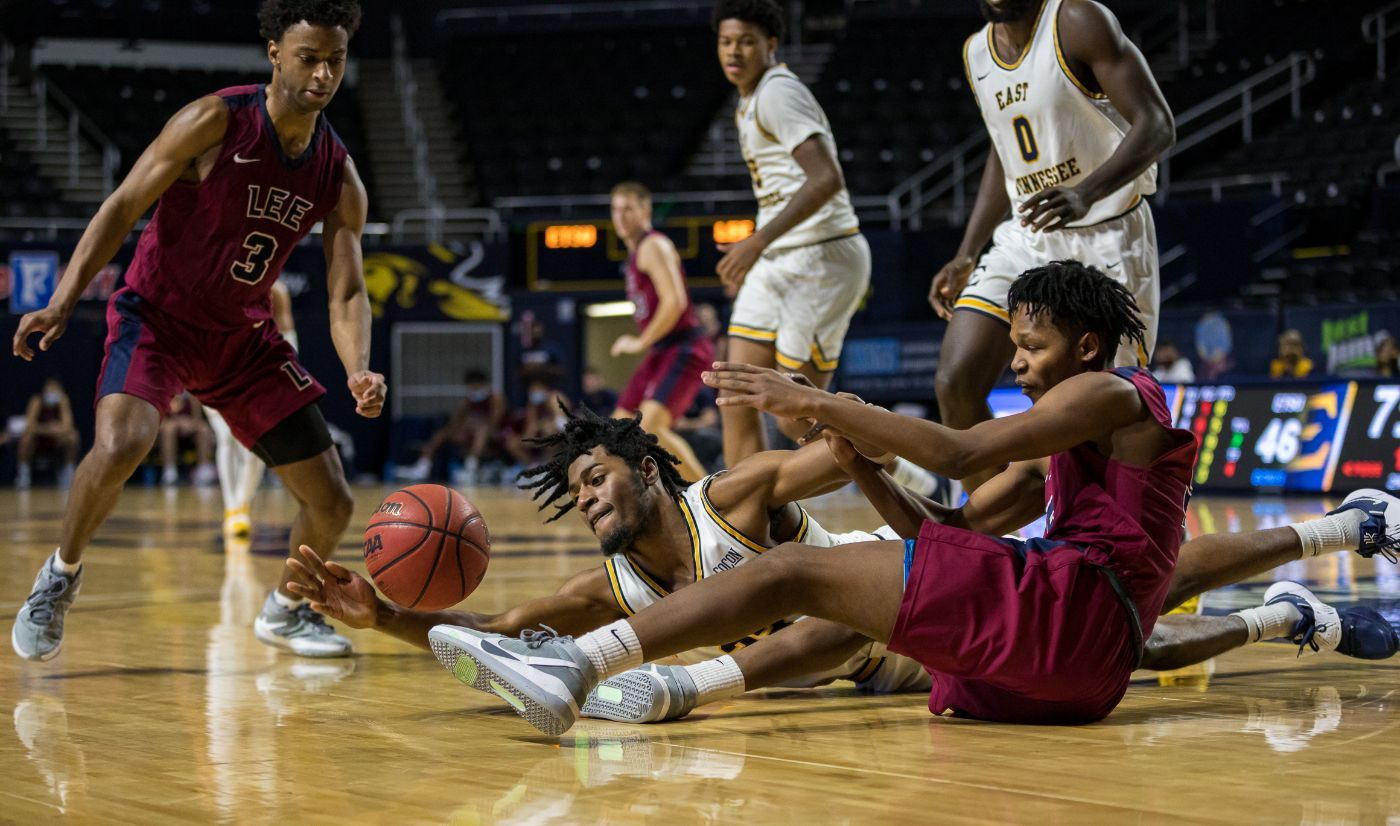 Bucs use late run to survive scare from Lee, 62-53