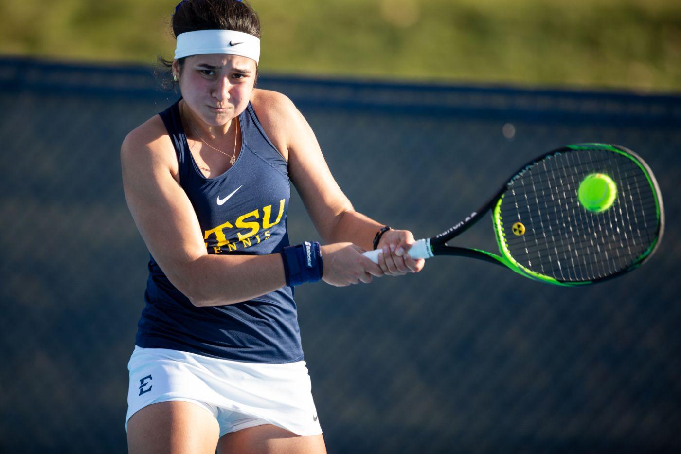 Women's tennis falls to Xavier, 4-3