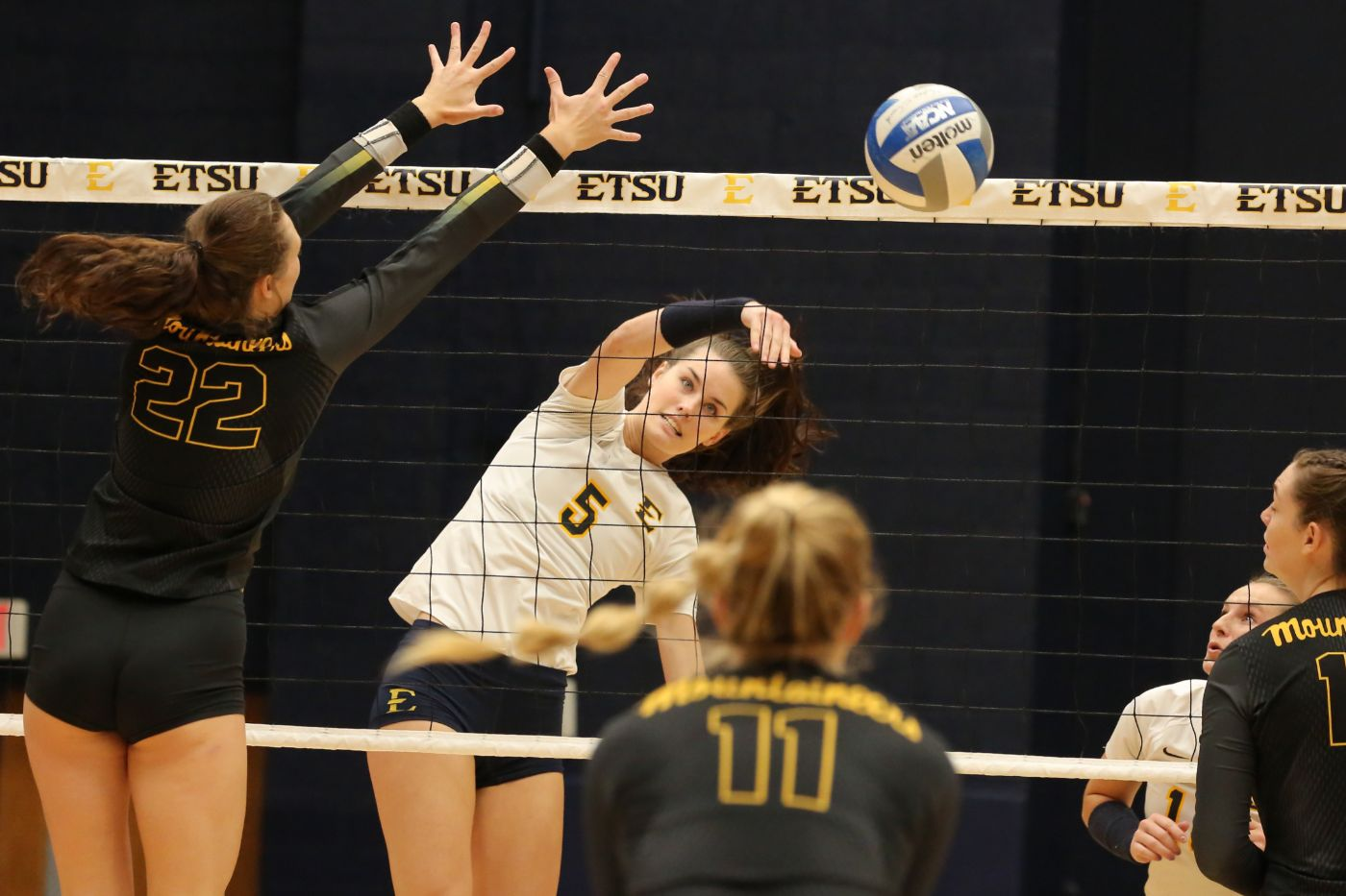 Volleyball Sweeps Day One of Jacksonville State Invite