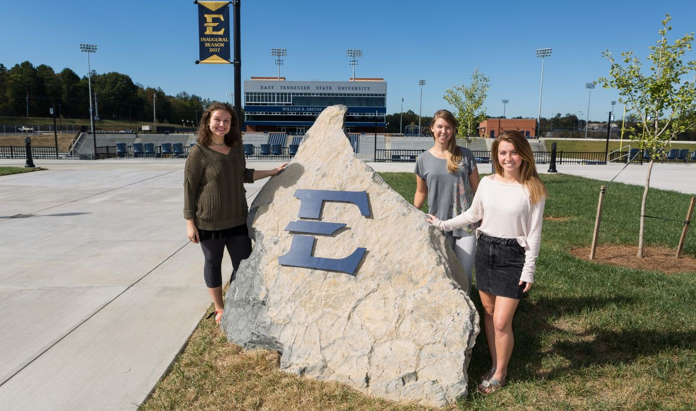 Arts and Athletics team up for Homecoming project