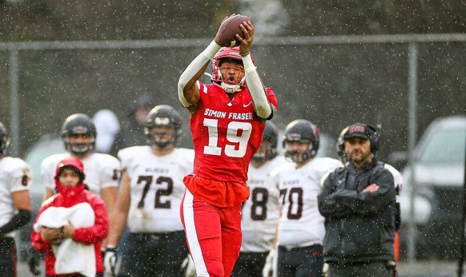 NFL Giants Ink Simon Fraser's Pass-Catching Giant