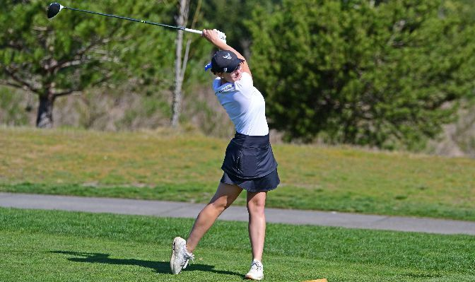 Western Washington freshman Elise Sumner leads the GNAC with a 79.5 stroke average and placed sixth at the GNAC Championships at 158. Photo by Ron Smith.