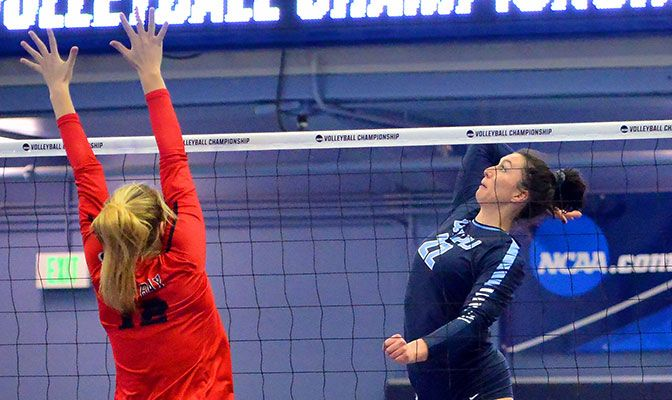 Sophomore Gabby Gunterman led the Vikings in wins over Simon Fraser and Montana State Billings with 29 kills, 27 digs and a .308 hitting percentage.